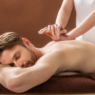 Back-massage-at-spa